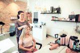 rilassarsi dal parrucchiere benefici salute